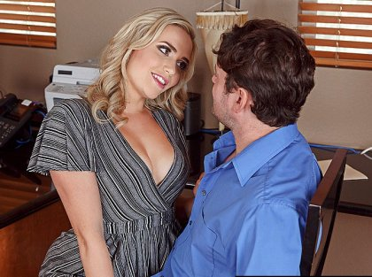 Mia Malkova - Night Fuck In The Office | mp4 porn video on mobile phone