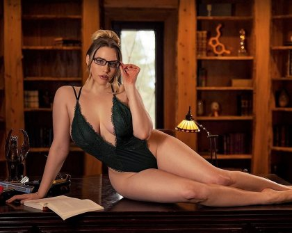 Mia Malkova - The Hottest Librarian | mp4 porn video on mobile phone